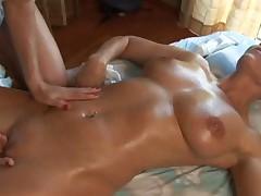 Отличный лесбийский секс массаж