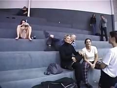 Seks bez odezhdy i na publike. Ne kazhdomu dano.