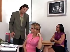 Развратили учителя во время урока