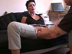 Фистинг через порваные джинсы