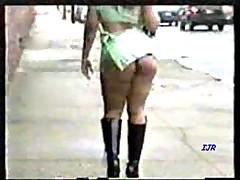 То ли юбка коротка, то ли жопка велика