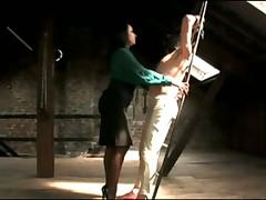 Мистресса дрочит своему рабу