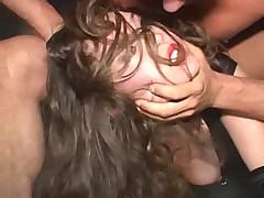 Порно-актрису выебали в жопу с особой жестокостью