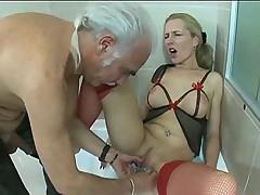 Дед играет с хорошенькой дамой