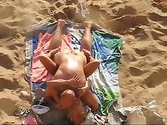 Ебля на пляже. Снято скрытой камерой
