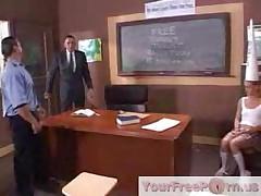 Порочная студентка Жасмин получает наказание за плохое поведение. Часть 1
