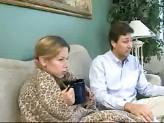 Косички няни так возбудили парня, что он оттрахал ее прямо на диване