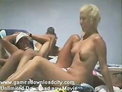 Европляж - Обнаженная девушка на нудистском пляже
