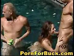 Хардкор порево онлайн в бассейне