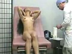 Шриланкийка в кабинете гинеколога