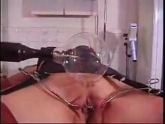 Экстремальное наказание для киски