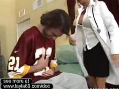 Секс доктор трахается с футбольным тренером в офисе