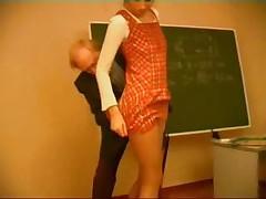 Старый учитель наказывает непослушную ученицу