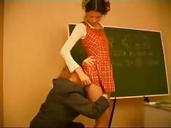 Ученица  жестоко наказана старым учителем