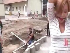 Девушка трахается в автобусе на глазах всей публики
