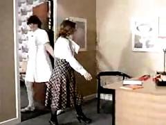 Доктор наказывает медсестру