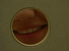 Секс через дырочку в ванной комнате школы