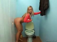Нарезки секс в дырке туалета видео