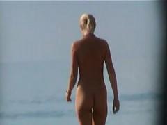 Progulki s nudistami po pljazhu