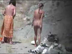 Golyh nudistov nichego ne bespokoit