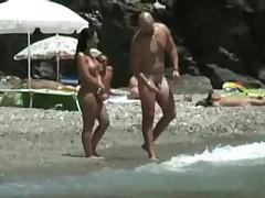 Запись голых нудистов на пляже