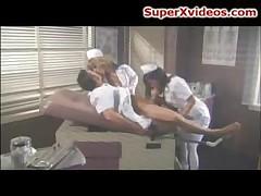 Сексуальные медсестры делают минет
