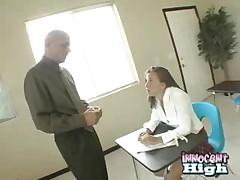 Молоденькая девушка наказана большим членом