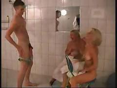 Порно онлайн в сауне молоденький паренек решил помыться фото 164-915