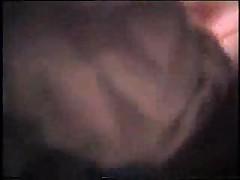 Sara breetsja pered kameroj onlajn retro
