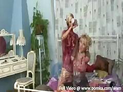 Devushka breet kisku