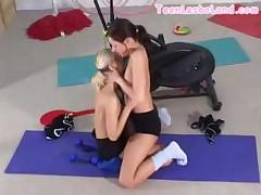 Лесбиянки в спортзале