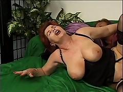 Женщина сосет и ебется