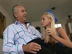 Русская стюардесса дала седому мужику