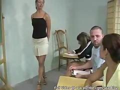 Учитель наказывает своих учениц