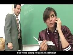 Uchitel'nica soblaznila studenta