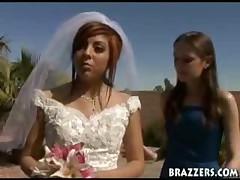 Молодожены не удержались и занялись сексом прям на свадьбе