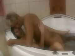 Горячий секс в ванной комнате