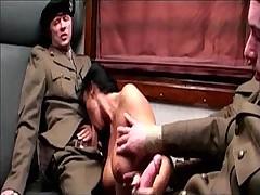 Групповушка с солдатиками в купе