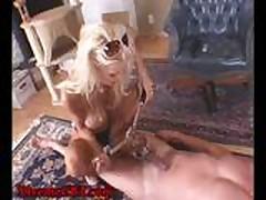 Grudastaja gospozha blondinka s seksrabom
