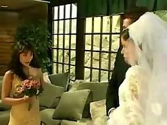 Невеста дала мужу с подружкой