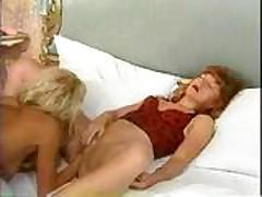 Лесбиянки любят фистинг