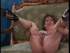 Лесбиянки любят анальный фистинг и сексигрушки в своих попках