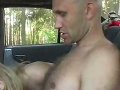 Анальный секс в лесу у машины