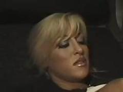 Blondinka daet v anal v poezde