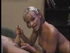 Gorjachaja krasotka H'juston v klassicheskom porno