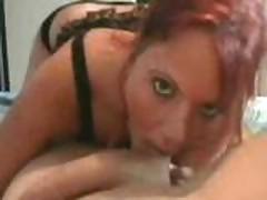 Ryzhaja ljubitel'nica v domashnem porno