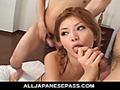Trahaet japonochku v otkrovennom bikini