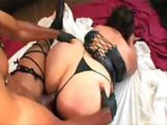 Межрасовый секс с пышной красавицей