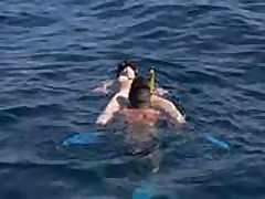 Trahnul devushku  i konchil v nee v bassejne
