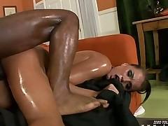 Tori Black vs Tee Reel маслянистый секс